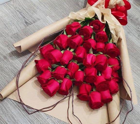 זר ורדים אדום מעוצב בצורת לב (Copy)