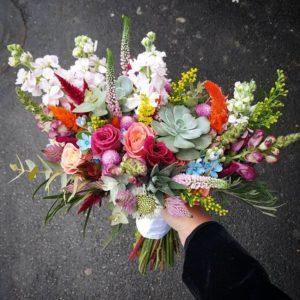 שזירת פרחים – איך ליצור את הזר המושלם?